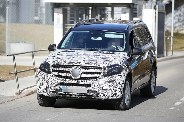 2017-Mercedes-Benz-GLS