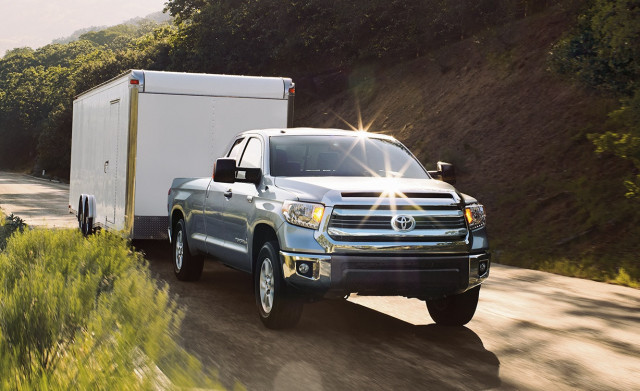 2018 Toyota Tundra Comes Updated. Diesel Under the Hood. Hybrid in 2019? | SUVs & Trucks