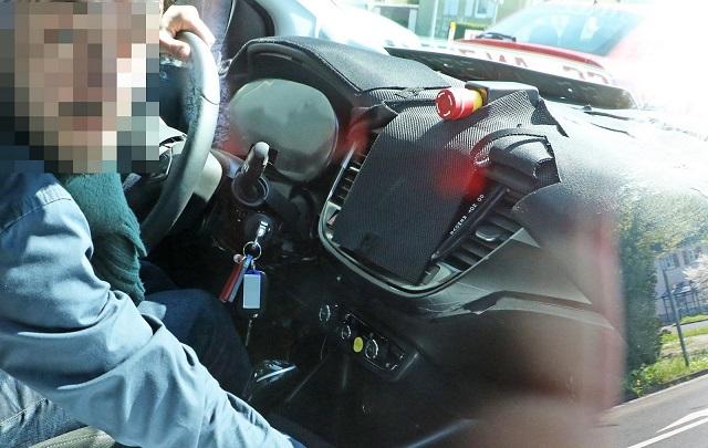 2017 Opel Meriva interior spy