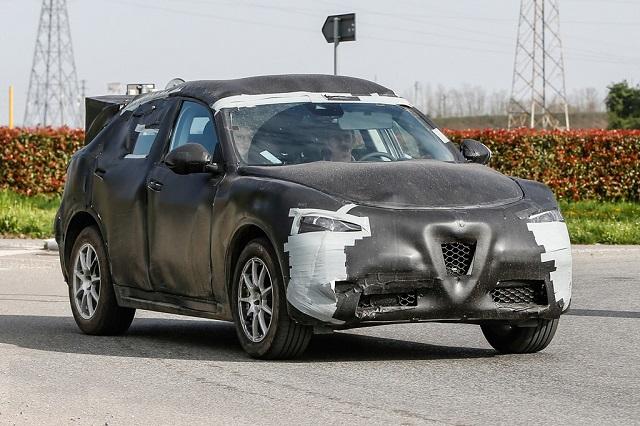 2018-Alfa-Romeo-Stelvio spy