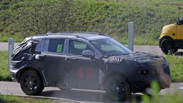 2018 Fiat 500XL spy