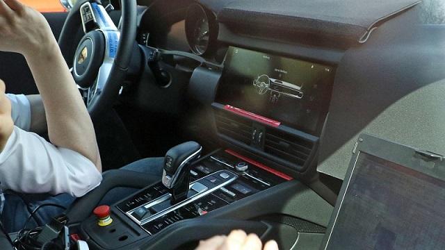 2018  Porsche Cayenne spy interior