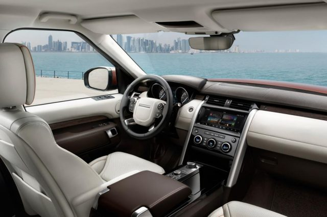 2017-land-rover-discovery-interior