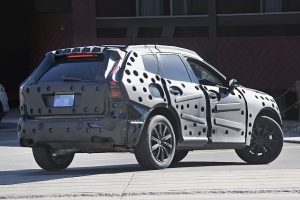 2018-volvo-xc60-prototype-rear-spy