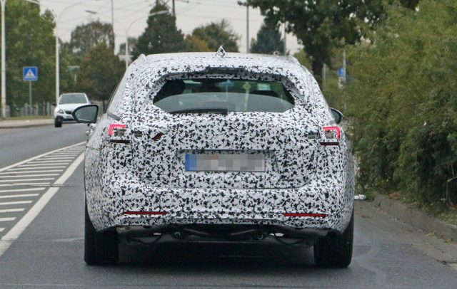 2018-buick-regal-tourx-spy