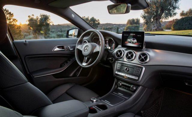 2018-Mercedes-GLA-interior
