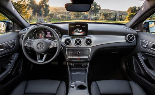 2018-Mercedes-GLA-interior