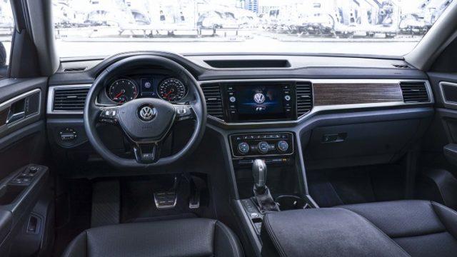 2018-volkswagen-atlas-r-line-interior