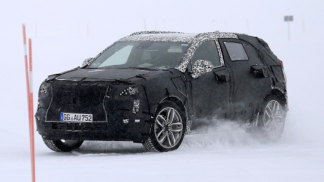 2019-cadillac-xt4-spy-side