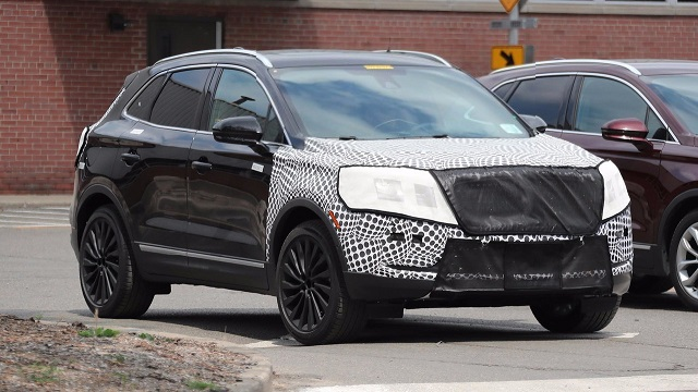2018 lincoln mkc spied refreshed hides continental 39 s grille suvs trucks. Black Bedroom Furniture Sets. Home Design Ideas