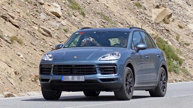2018 porsche cayenne plug in hybrid revealed suvs trucks. Black Bedroom Furniture Sets. Home Design Ideas