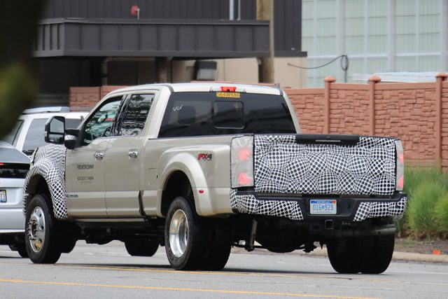 2019-Ford-F-Series-Super-Duty-F450-Platinum-spy