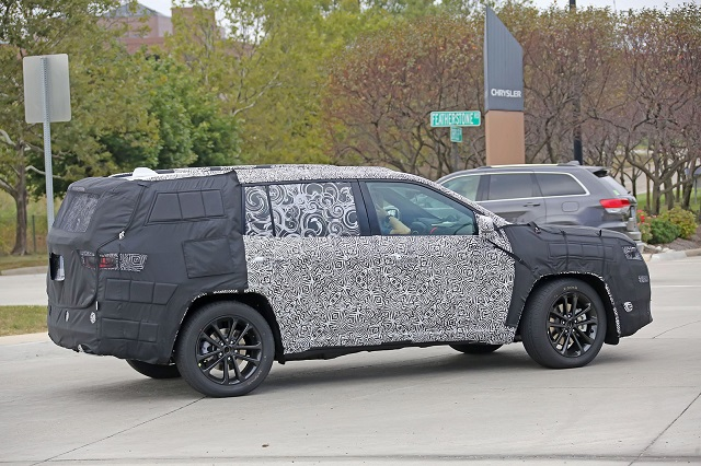 2019 Jeep Yuntu spy-side