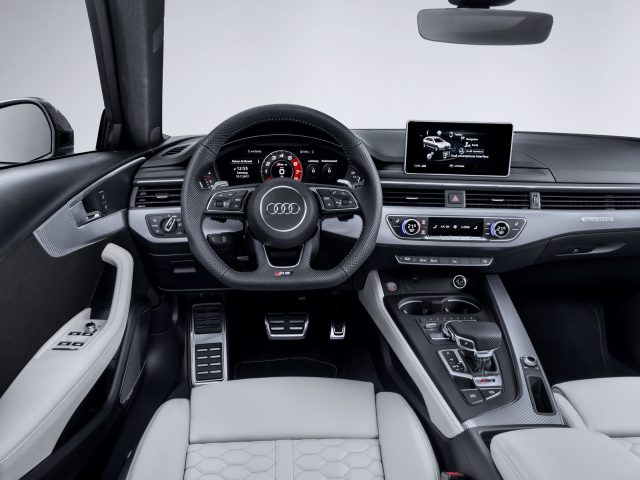 2018 Audi RS4 Avant inside