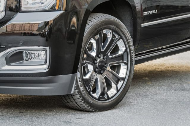 2018 GMC Yukon Denali Ultimate Black Edition wheels