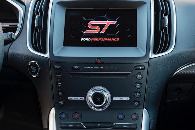 2019 Ford Edge ST dash