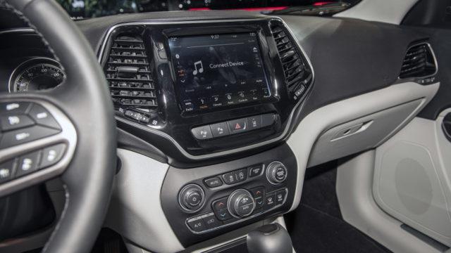 2019 Jeep Cherokee infotainment