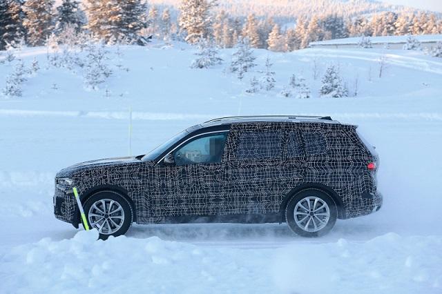 2019 BMW X7 spy side