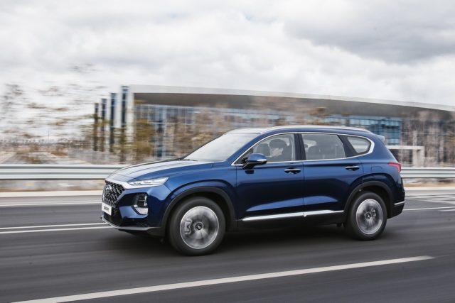 2019 Hyundai Santa Fe Diesel side