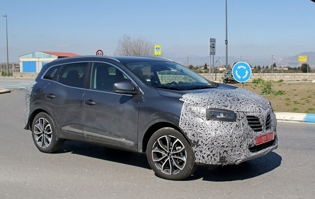 2018 Renault Kadjar spy side