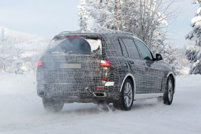 2019 BMW X7 M50i spy rear