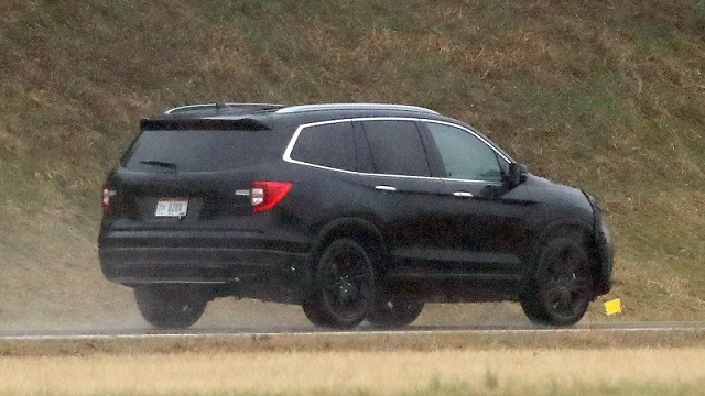 2019-honda-pilot-spy-rear
