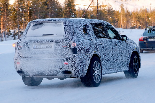 2020-mercedes-amg-gls-63-spy-photos-rear