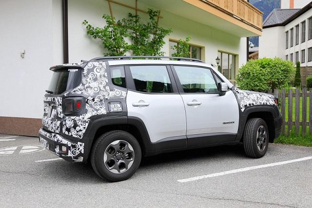 2019-Jeep-Renegade-spy-rear