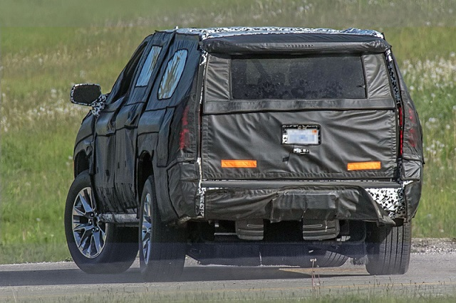 2020-chevy-suburban-spyshots-rear