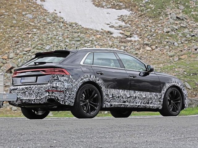 2020 Audi RS Q8 spy rear