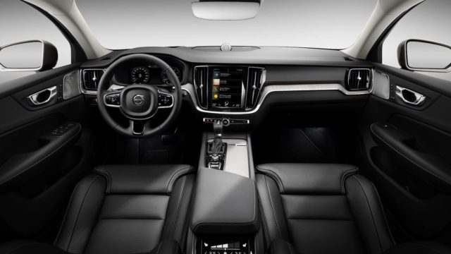 2019 Volvo V60 Cross Country cabin