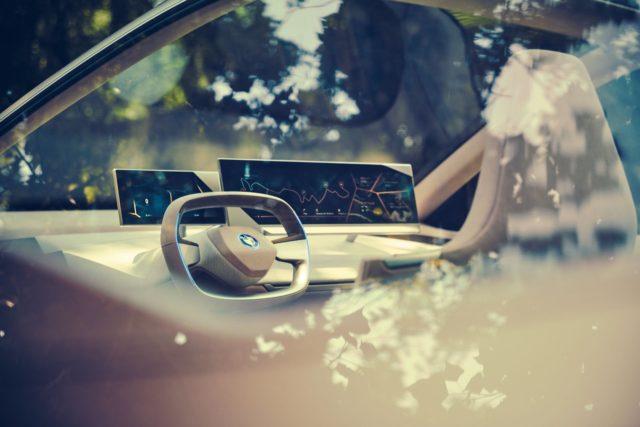 BMW Vision iNext steering wheel