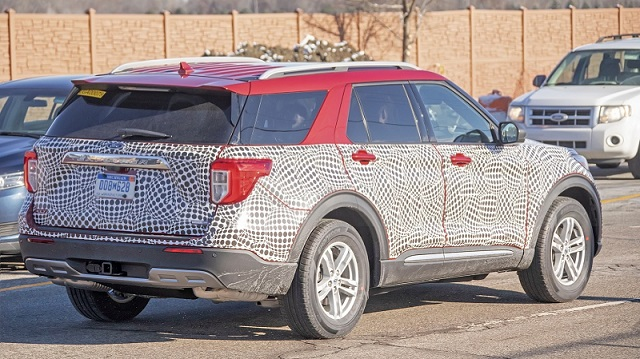 2020-ford-explorer-spy-rear