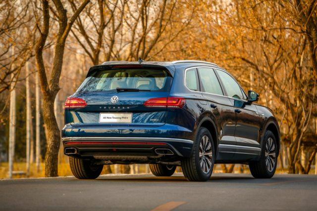 2020 VW Touareg PHEV rear-view