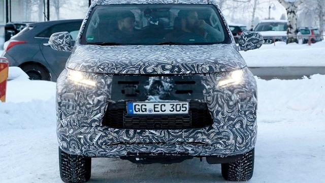 2020 Mitsubishi Pajero Sport spy front