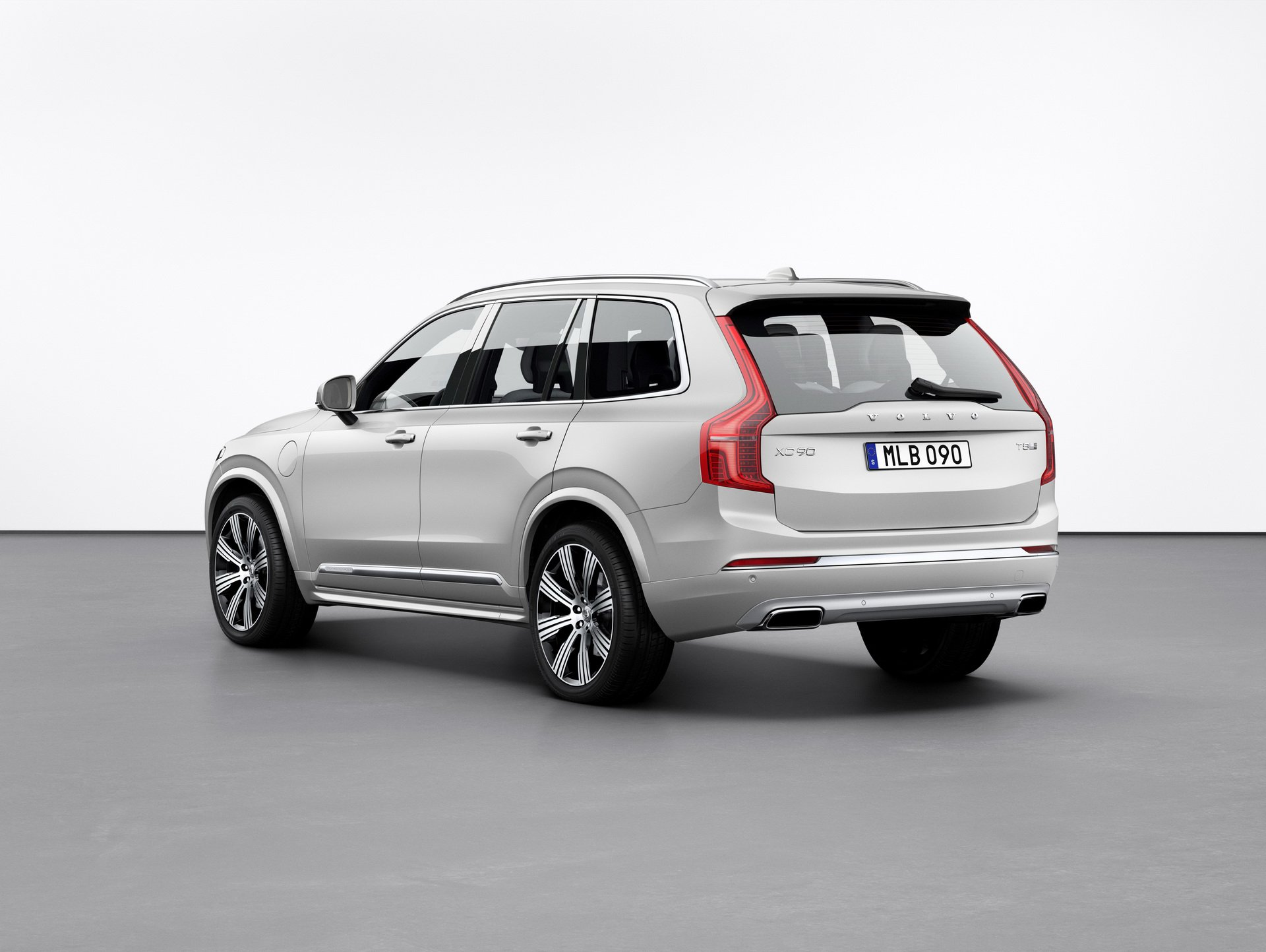 2020 Volvo XC90 rear view