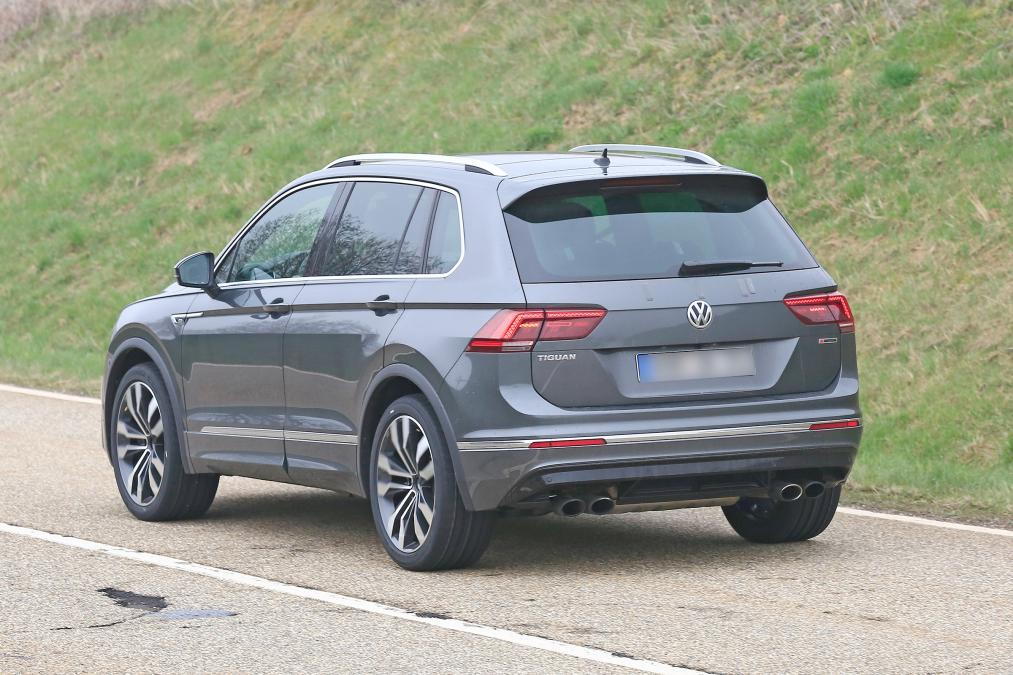 2021 Volkswagen Tiguan R spy rear