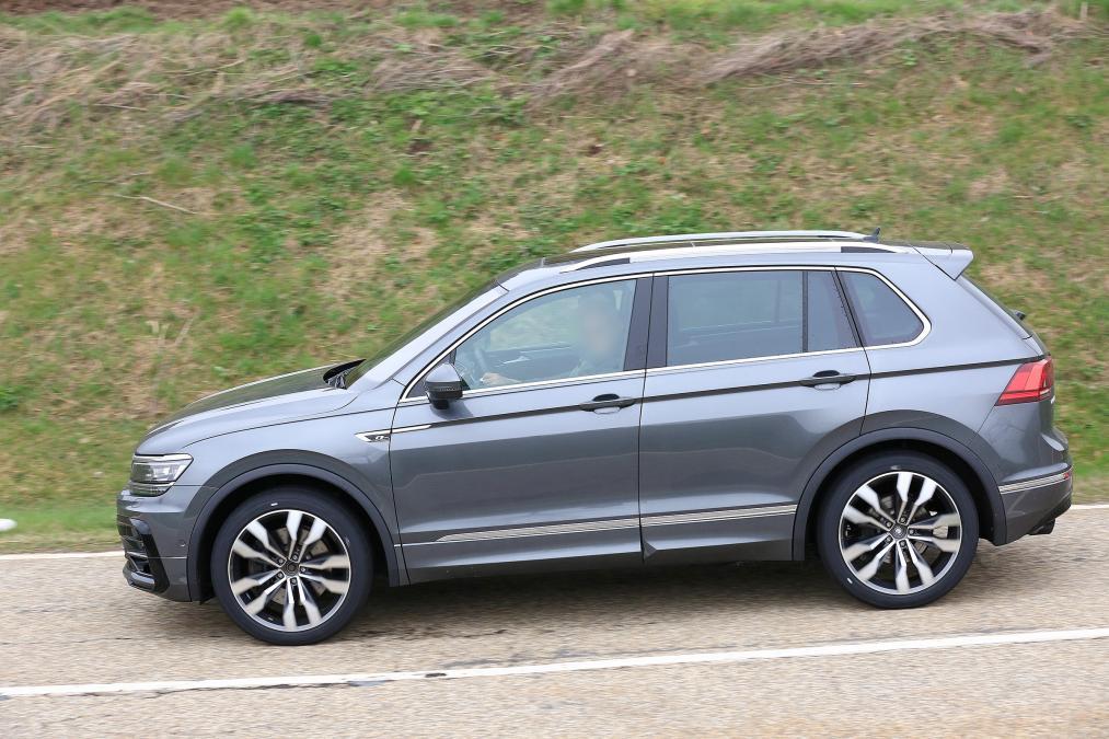 2021 Volkswagen Tiguan R spy side
